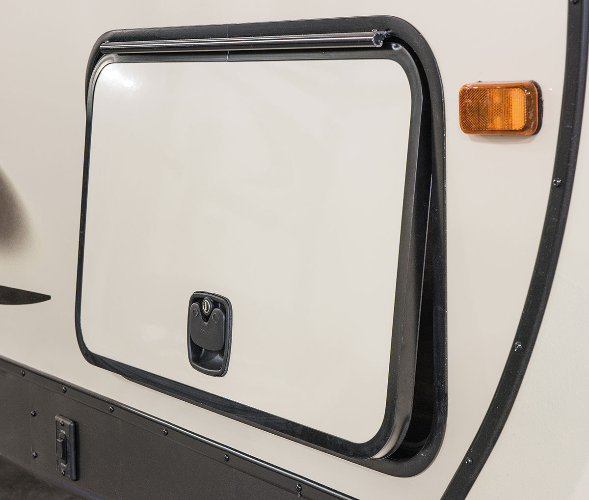 Extra-Large Slam Latch Radius Baggage Doors ...