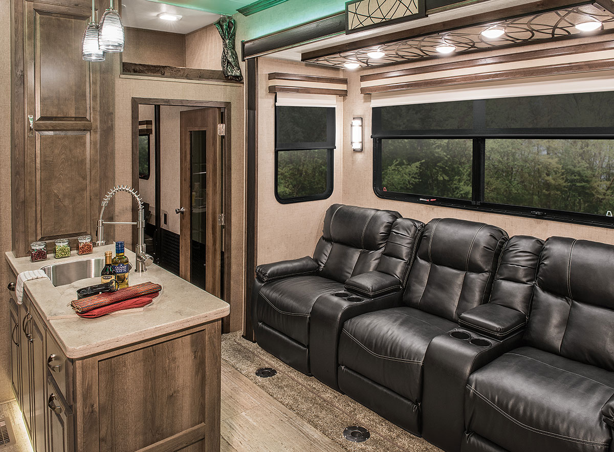 Luxury Fifth Wheel >> 2016 Venom V3311TQ Luxury Fifth Wheel Toy Hauler | KZ RV