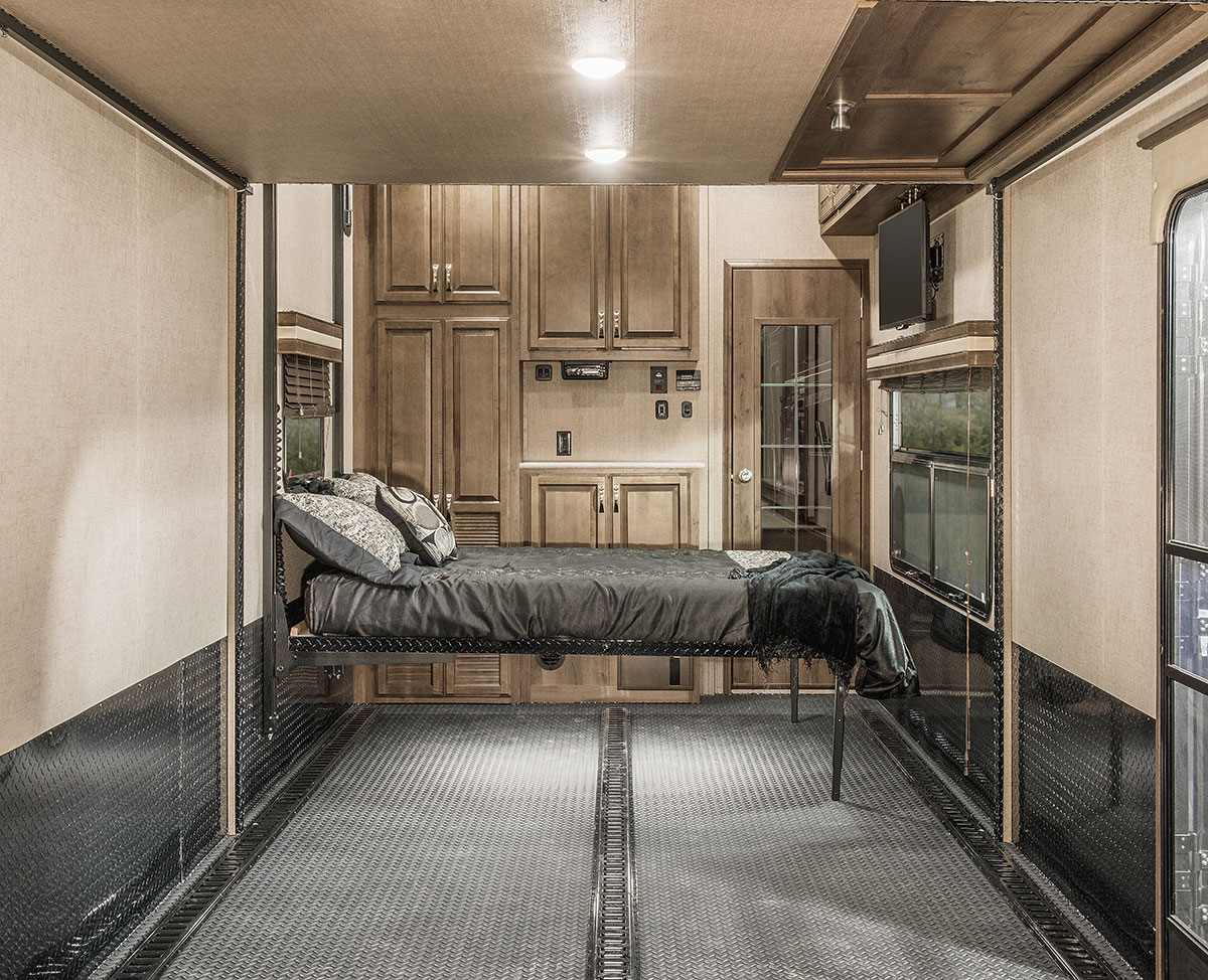 Interior: 2016 Venom V4020DQ Luxury Fifth Wheel Toy Hauler