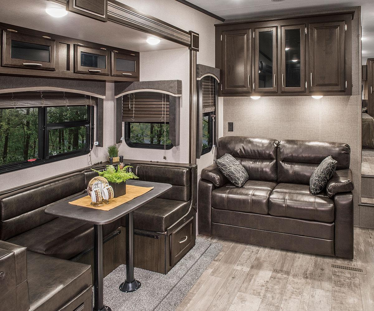2018 Durango 1500 Sport D250RKS Lightweight Luxury Fifth